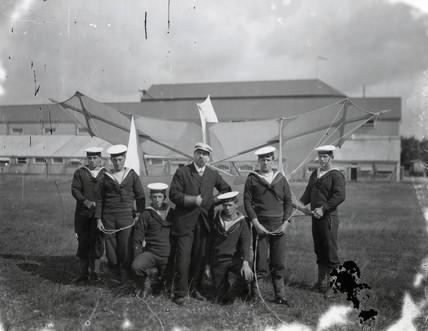 Samuel Cody instructing sailors how to handle 'Cody Kites', 1906-1907.