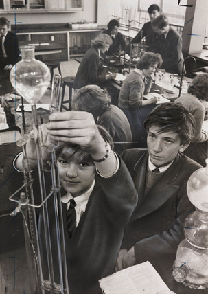 Co-educational science class at Sedgehill Comprehensive School, 1960.