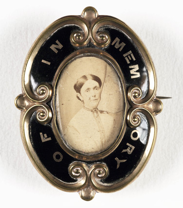 Photographic memorial brooch, c 1880.
