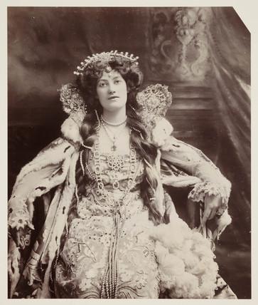 Edwardian portrait, woman in Elizabethan dress.