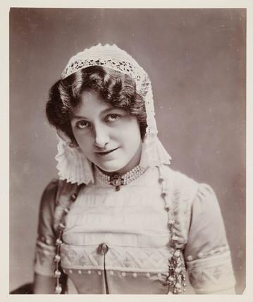Edwardian portrait, woman in a lace cap.