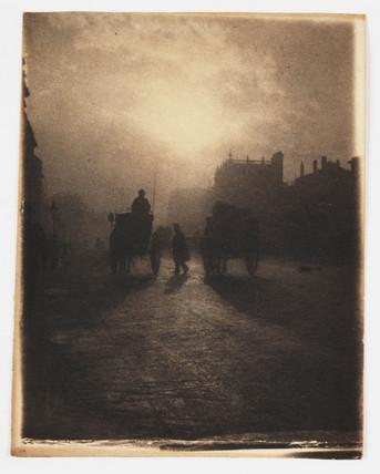 Hansom cab in Trafalgar Square, c 1898.