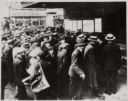 Crowds reading Declaration of War outside Mansion House, August 1914.