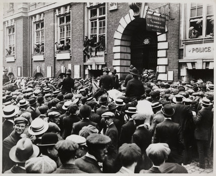 Crowds rushing to recruit on the Declaration of War, August 1914.