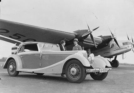 Mercedes-Benz 380 Cabriolet A convertible in front of a Junkers, 1934.