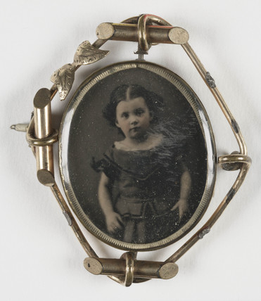 Brooch in a swivel mount, c. 1860.
