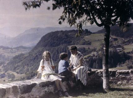 Elsa, Eva and Heinz  sitting on a wall, 1924.