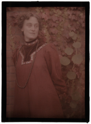 'Lady in Red', 1908.