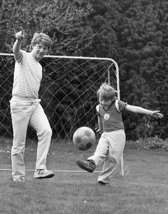 Gordon Strachan with son Gavin, April 1985.