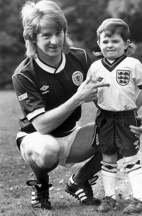 Gordon Strachan and three-year-old son Craig, 1985.