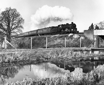 Standard class locomotive crossing the Basingstoke Canal, 2 January 1965.