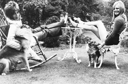 Rod Stewart, Dee Harrington and dogs, September 1973.