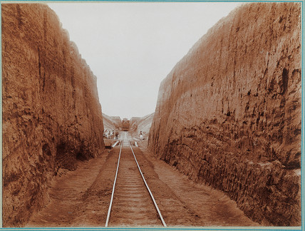 'Cutting the approach to the Morandot River, Uganda Railway', c 1901.