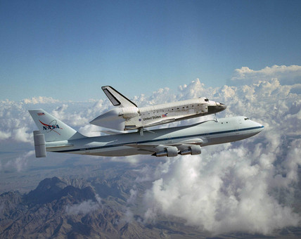Space Shuttle Discovery and carrier aircraft, 19 August 2005.