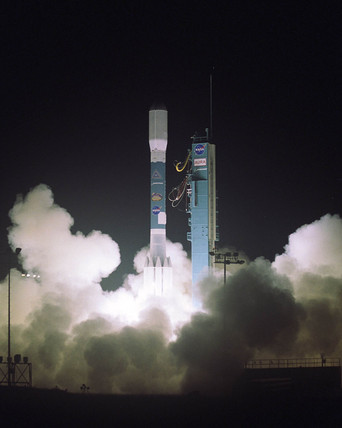 Launch of the Aura spacecraft, USA, 15 July 2004.