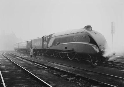 LNER class A4 N.4497 'Golden Plover'.