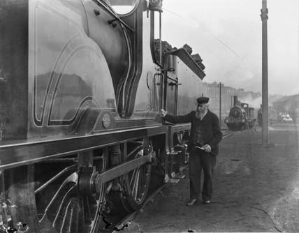 Caledonian Railway 4-4-0 no 17.
