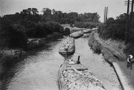 'London's Venice: barges on the Grand Junction Canal', 15 September 1933.