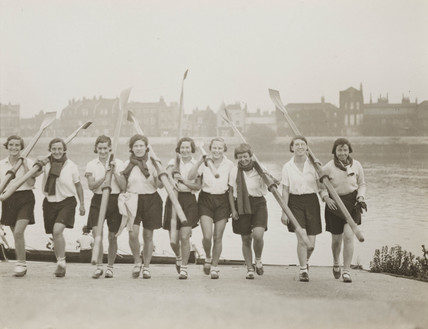 Rowing girls at Barnes, 30 January 1932.
