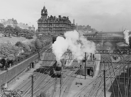 Edinburgh Waverley Station, mid-1950s.