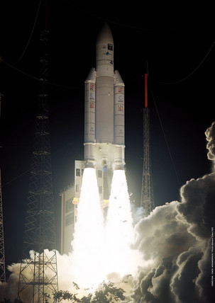 Ariane 5 GS launcher lifting off, 21 December 2005.