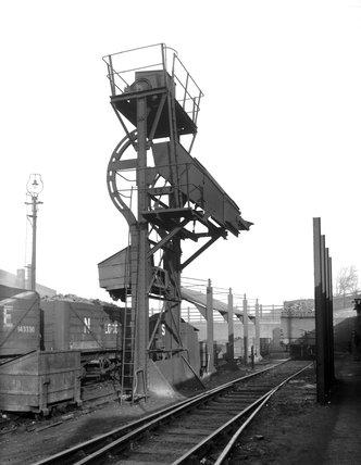 LNER locomotive coaling plant, Barnsley, January 1935.