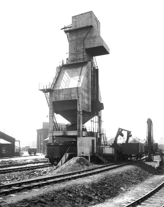 LNER locomotive coaling plant, Bradford, West Yorkshire, April 1939.