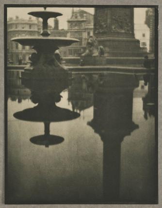 'Trafalgar Square', 1909.