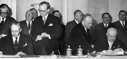 Macmillan and Khrushchev sign communiques, 3 March 1959.