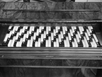 Enharmonic organ with Colin Brown keyboard.