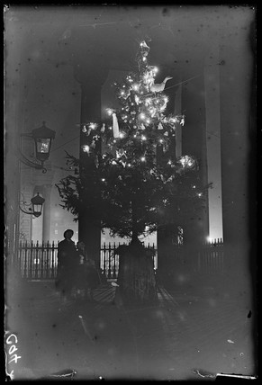Christmas tree at St Martin-in-the-Fields, London, 1932.
