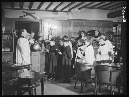 A choir rehearsing Christmas carols, Crispin Inn, Windsor Forrest, 1935.