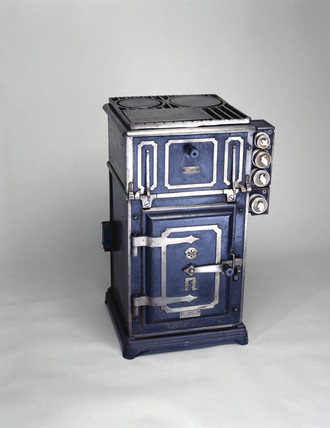 'Magnet' electric cooker, c 1912.
