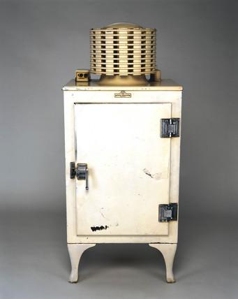 'Monitor Top', electric compresion domestic refrigerator, 1934.