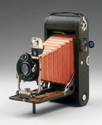 No 3A folding pocket Kodak camera, 1907.