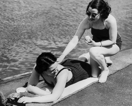 Girls at the Serpentine Lido.