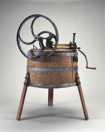 Hand operated wooden washing machine 1890 at science and society picture library - Machine a laver manuelle ...
