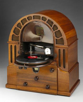 Micro Perophone radiogramophone, 1932.