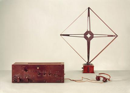 7-valve 'superhet' heterodyne radio receiver, 1924.