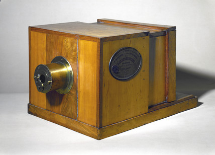 Giroux's daguerreotype camera, 1839.