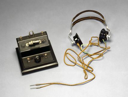 Brownie crystal radio receiver and pair of Lisen headphones, mid 1920s.