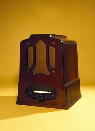 Columbia wireles radio set, 1932.