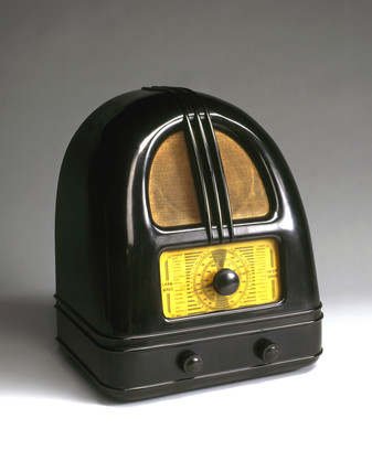 Philco 'People's Set' Model 444 broadcast receiver, c 1936.