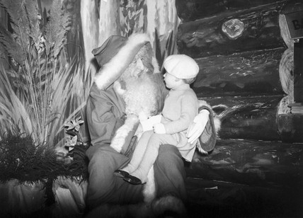 Father Christmas with a small child, 24 November 1936.