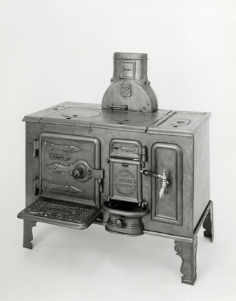 'Larbert' portable cast iron closed cooking range, 1900-1930.