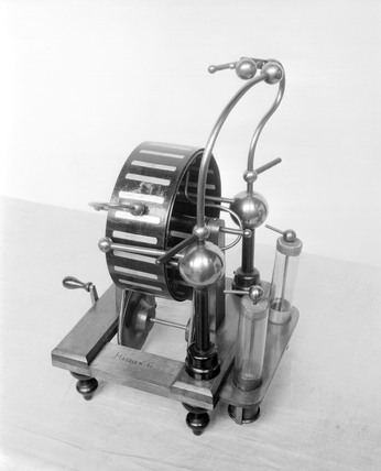 Cylindrical form of the Wimshurst electrica