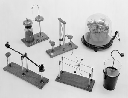 Apparatus illustrating various electrostat