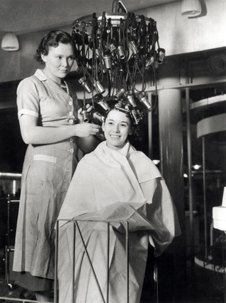 Demonstrating a new hairdressing machine, Olympia, 23 September 1934.