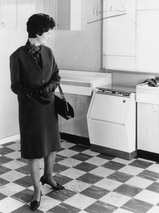The restyled Hoover Keymatic washing machine, 4 November 1964.
