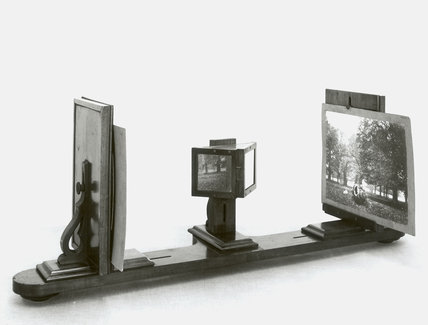 Reflecting stereoscope originally used by Charles Wheatstone, 19th century.